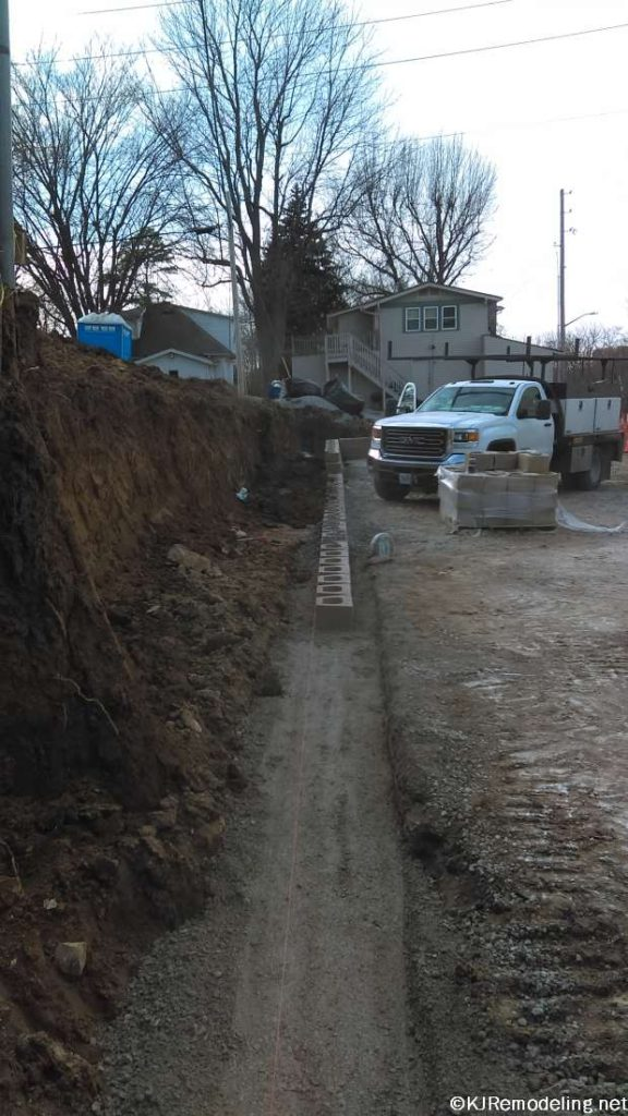 Retaining wall foundation